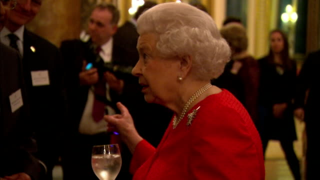 vídeos de stock e filmes b-roll de the queen has hosted a reception at buckingham palace to commemorate the upcoming 800th anniversary of signing of magna carta, interior shots hm... - magna carta documento histórico