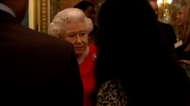 vídeos de stock e filmes b-roll de the queen has hosted a reception at buckingham palace to commemorate the upcoming 800th anniversary of signing of magna carta interior shots hm queen... - magna carta documento histórico
