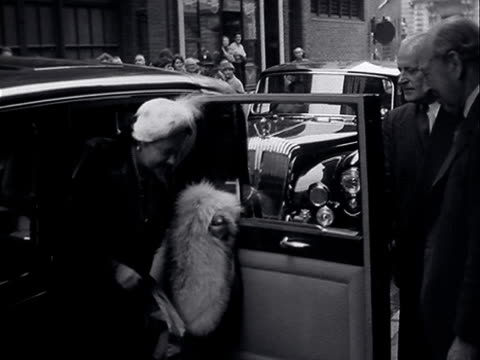 stockvideo's en b-roll-footage met the queen mother and prince charles arrive at the royal opera house - 1956
