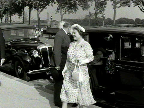 the queen mother steps out of a car and is greeted by various dignitaries 1954 - sommerkleid stock-videos und b-roll-filmmaterial