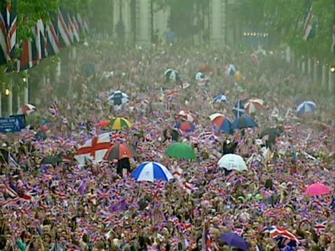 the queen smiles at crowds outside buckingham palace during the golden jubilee celebrations - golden jubilee stock videos & royalty-free footage