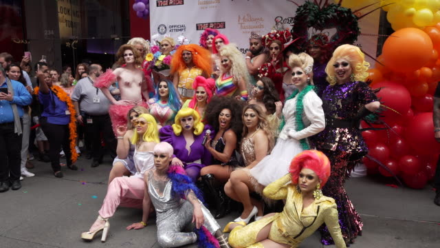 the queens of the queen of the ride hold the worlds longest feather boa at world pride record with madame tussauds new york and ripley's believe it... - madame tussauds stock videos & royalty-free footage