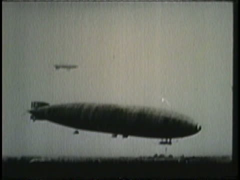 the r-34 dirigible lands at roosevelt field. - 飛行船点の映像素材/bロール