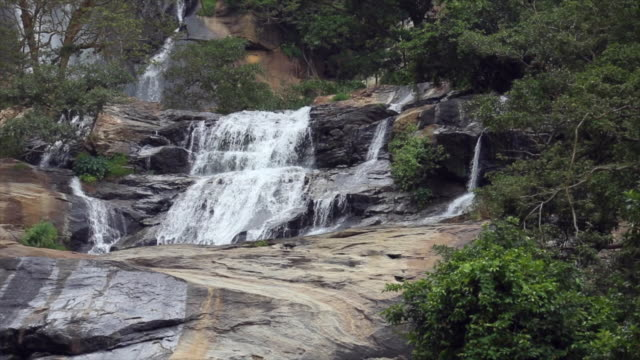 the ravana falls, ravana ella in sri lanka. - sri lanka stock-videos und b-roll-filmmaterial