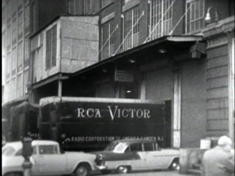 vidéos et rushes de the rca and rca victor companies base their operations in camden, new jersey. - new jersey