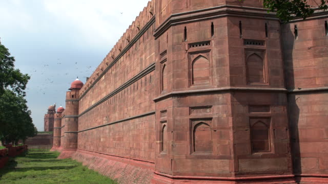 the red fort in delhi - one of the major sightseeing in the indian capital - delhi stock videos & royalty-free footage