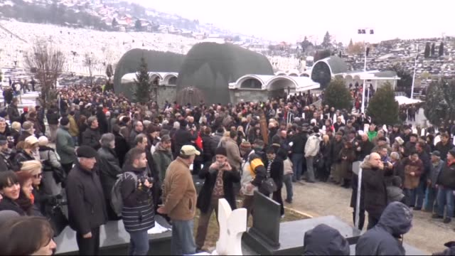 the relatives and friends of bosnian singer-songwriter kemal monteno attend his funeral ceremony at bare cemetery in sarajevo, bosnia and... - シンガーソングライター点の映像素材/bロール
