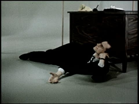 vídeos de stock e filmes b-roll de the relaxed wife - 13 of 13 - veja outros clipes desta filmagem 2468