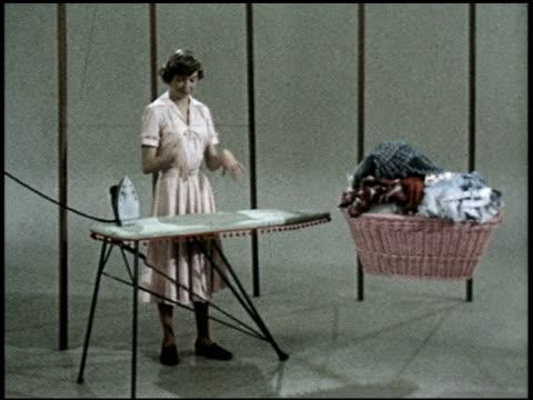 vídeos de stock e filmes b-roll de the relaxed wife - 9 of 13 - veja outros clipes desta filmagem 2468