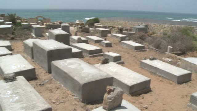 the remains of dozens of palestinians killed by israelis in fighting following the 1948 foundation of the israeli state have been found in a mass... - jaffa stock-videos und b-roll-filmmaterial