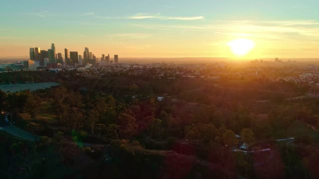 the remote aerial view of downtown los angeles from the elysian park at sunset - drone point of view stock videos & royalty-free footage