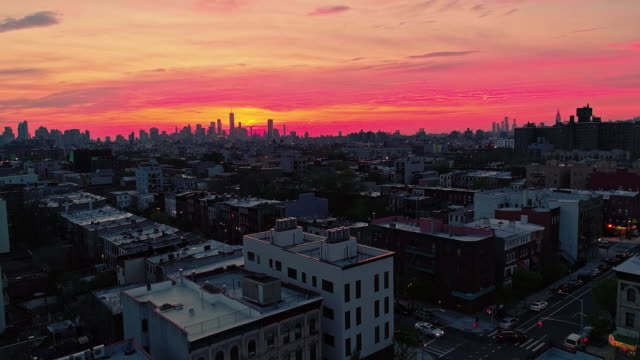the remote view to the manhattan downtown from brooklyn, over the residential district. - panoramic stock videos & royalty-free footage