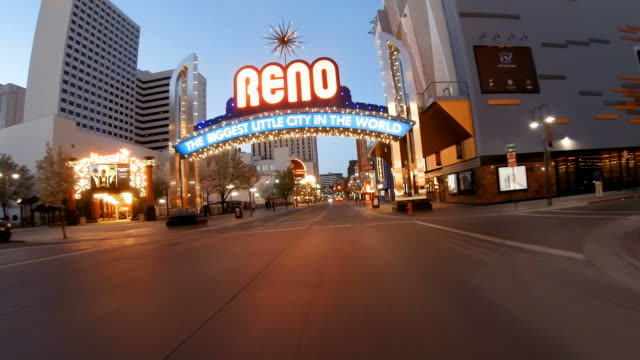 vídeos de stock e filmes b-roll de the reno arch - nevada
