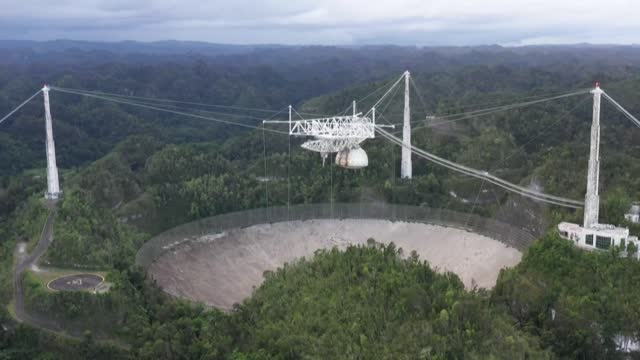 the renowned arecibo observatory telescope in puerto rico collapsed, according to officials, weeks after an announcement that the vast structure... - rymd och astronomi bildbanksvideor och videomaterial från bakom kulisserna