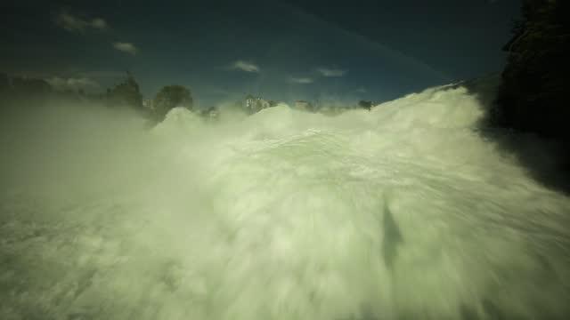 vídeos de stock e filmes b-roll de the rhine falls - gota a cair na água