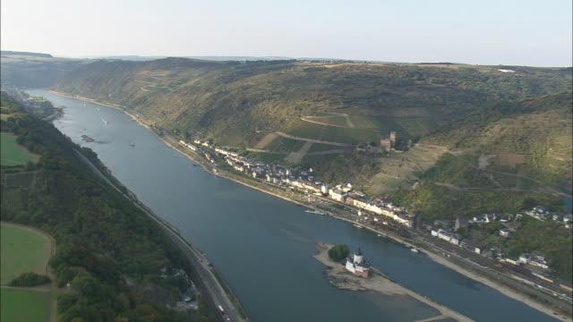 vidéos et rushes de the rhine passing kaub - fleuve rhin