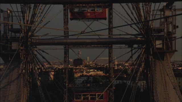 the riesenrad ferris wheel turns slowly over vienna. - speichen stock-videos und b-roll-filmmaterial
