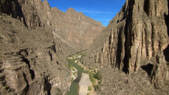 the rio grande winds through the steep cliffs of mariscal canyon in big bend national park on the border of texas and mexico. - canyon stock videos & royalty-free footage