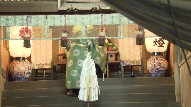 the ritual is held annually on the new year day according to the oldstyle calendar this is known as a very special ritual after kagura is performed... - cerimonia tradizionale video stock e b–roll