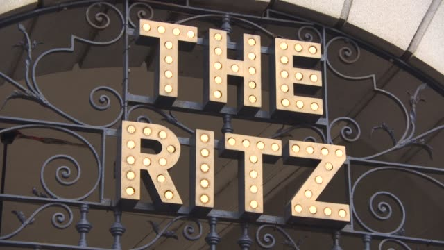 vídeos de stock, filmes e b-roll de the ritz london exterior views daytime at general views london hotels - ritz carlton hotel