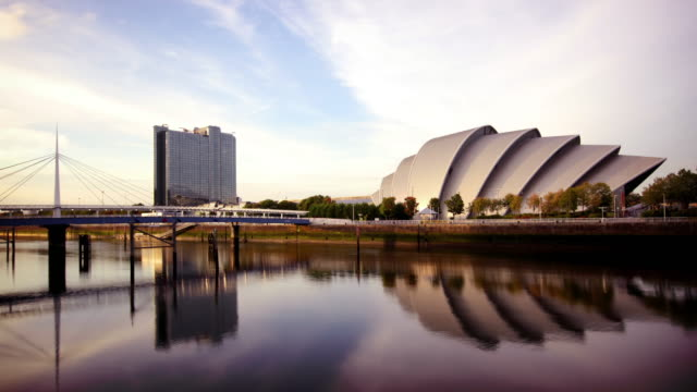 secc e il fiume clyde, glasgow, scozia - scottish culture video stock e b–roll
