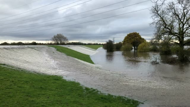 the river don bursts its banks on november 08, 2019 in barnby dun, near doncaster, united kingdom. parts of northern england endured a month's worth... - flood stock videos & royalty-free footage