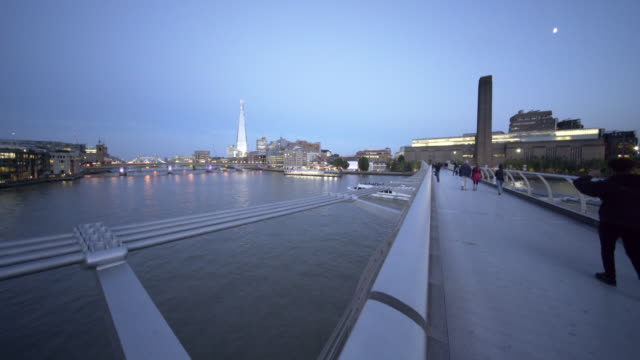 the river thames, and millennium bridge. - fluss themse stock-videos und b-roll-filmmaterial