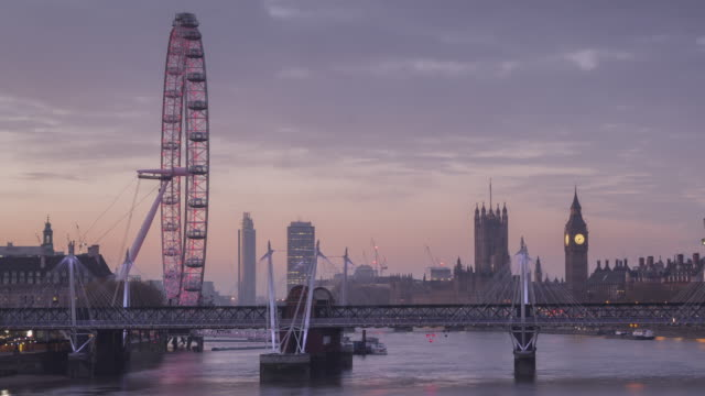 the river thames, palace of westminster and london eye at dawn. - london eye stock-videos und b-roll-filmmaterial