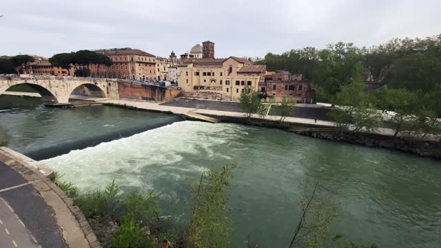 the river tiber flows as people travel past it on april 16, 2021 in rome, italy. - テベレ川点の映像素材/bロール