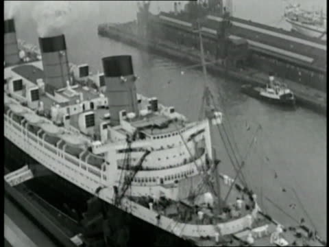 the rms queen mary leaves the port on her maiden voyage - southampton hampshire stock-videos und b-roll-filmmaterial