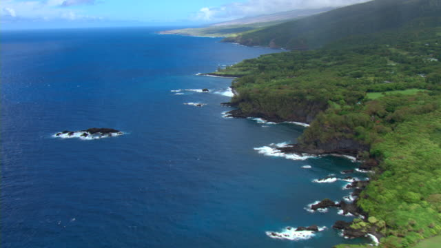 The rocky coastline of Maui overlooks the Pacific Ocean.
