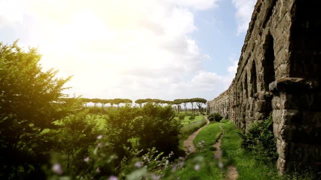 vídeos y material grabado en eventos de stock de romano en parco degli acquedotti acueducto - aqueduct