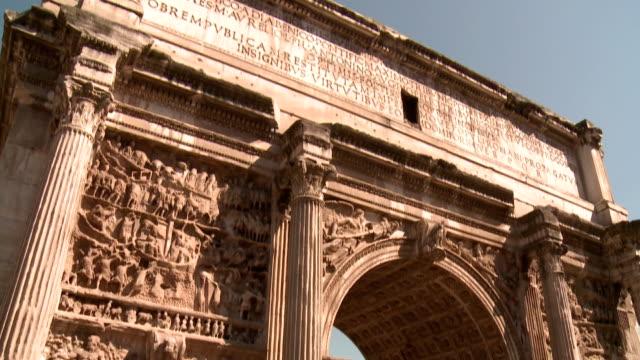 des römischen forums, bogen des septimus severus & titus sammlung, rom - triumphbogen stock-videos und b-roll-filmmaterial