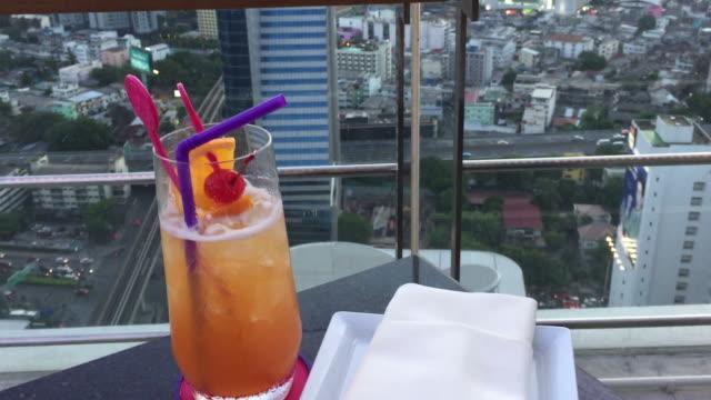 HD: Il bar sul tetto, Sathorn, Bangkok, Tailandia affari.