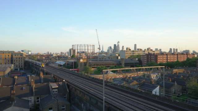 vidéos et rushes de the rooftops of east london at dusk - hackney