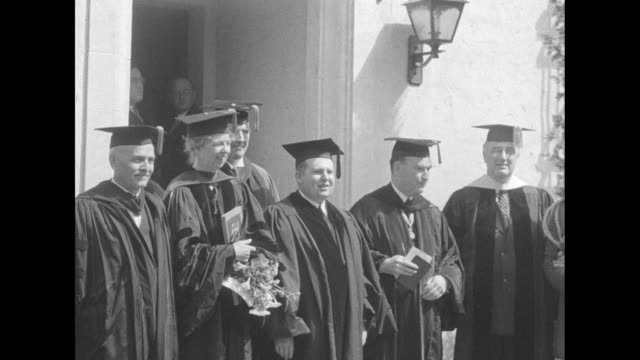 stockvideo's en b-roll-footage met the roosevelts stand outdoors in caps gowns and hoods with faculty of john marshall law school fdr is at right and eleanor stands with college dean... - afstudeer toga