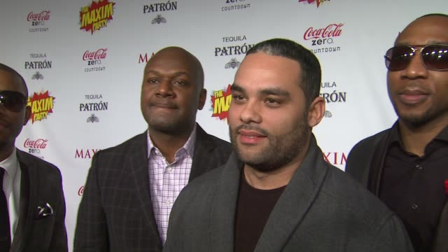 vidéos et rushes de the roots on what brings them out the the maxim super bowl party, having a hard time getting in the party, what super power they would most like to... - nfc