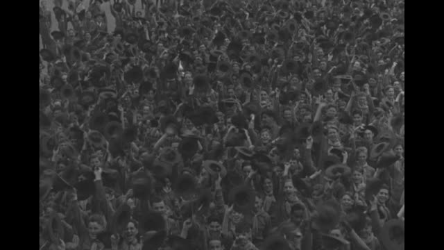 the royal couple wave to crowd during visit to the 1939 new york world's fair / large crowd wave hats / two shots elizabeth george franklin d... - ロンドン ハイドパーク点の映像素材/bロール