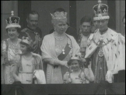 the royal family including the queen mother and king george stand on a balcony as a crowd below waves. - britisches königshaus stock-videos und b-roll-filmmaterial