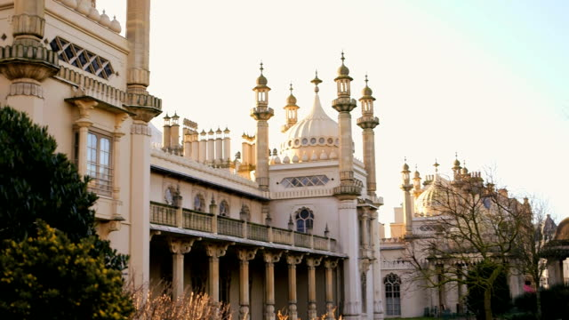die royal pavilion mit sonnenaufgang - brighton brighton and hove stock-videos und b-roll-filmmaterial