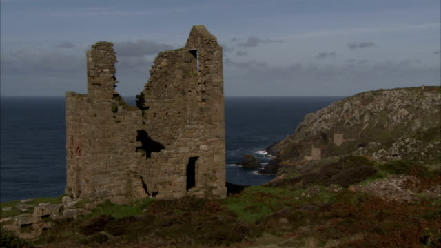 the ruins of a tin mine overlooks the ocean. available in hd. - tin mine stock videos & royalty-free footage
