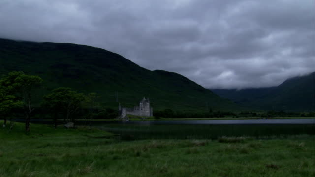 the ruins of kilchurn castle beside loch awe. available in hd. - kilchurn castle stock videos and b-roll footage