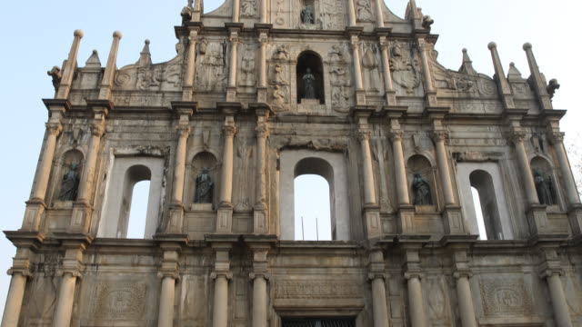 the ruins of st. paul's refers to the ruins of a 16th-century complex in macau including of what was originally st. paul's college and the church of... - 使徒点の映像素材/bロール