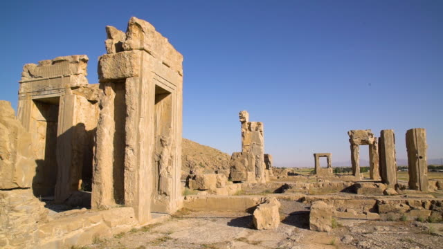 the ruins of the city of persepolis - persepoli video stock e b–roll