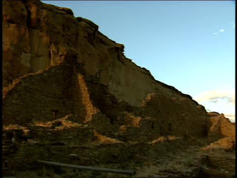 the ruins of the pueblo del arroyo still stand in chaco canyon. - chaco canyon stock videos & royalty-free footage