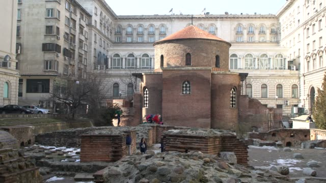 the ruins of the st. george rotunda in sofia, bulgaria - bulgarien stock-videos und b-roll-filmmaterial