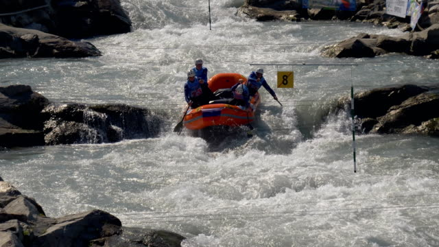 the russian federation men's under 23 rafting team in the slalom competition on the dora baltea river during world rafting championship on 23 july... - world rafting championship video stock e b–roll