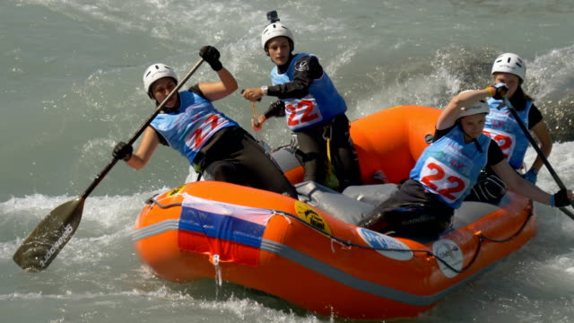 the russian federation women's under 23 rafting team in the slalom competition on the dora baltea river during world rafting championship on 23 july... - world rafting championship video stock e b–roll