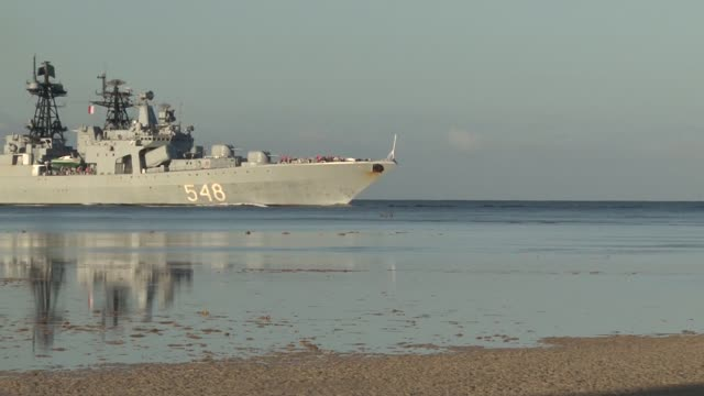 the russian navy destroyer admiral panteleyev transits the waters of joint base pearl harborhickam during the biennial rim of the pacific exercise... - united states navy stock-videos und b-roll-filmmaterial