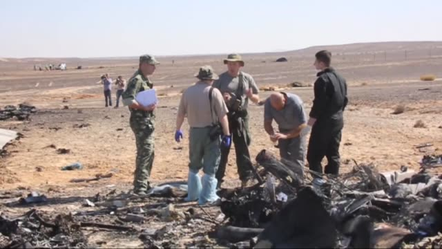 the russian plane crash in sinai egypt on october 31 which killed all 244 aboard was caused by a powerful homemade bomb planted on the flight by... - sinai egitto video stock e b–roll